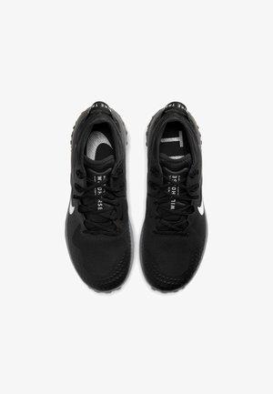 WILDHORSE 6 - Chaussures de running - off noir/black/iron grey/spruce aura