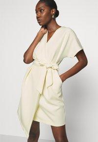 Closet - CLOSET KIMONO DRESS - Kjole - lemon - 3