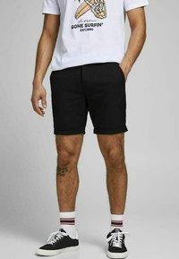 Jack & Jones PREMIUM - JJICONNOR - Shorts - black 2 - 0