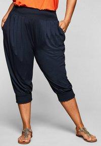 Sheego - Shorts - marine - 0