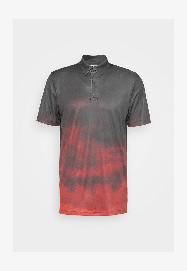 SUNSET - Polo - smoke poppy red