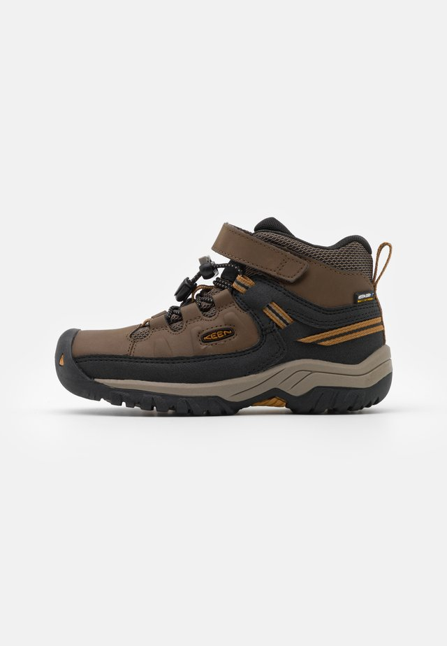 TARGHEE MID WP UNISEX - Trekingové boty - dark earth/golden brown