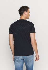 TOM TAILOR DENIM - WITH ALLOVERPRINT - Print T-shirt - navy small wave - 2