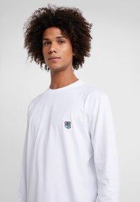 Tonsure - DAVID - Langærmede T-shirts - white copenhagen teddy - 4