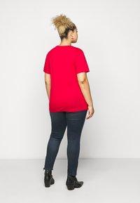 Calvin Klein Jeans Plus - ROUND TEE - Print T-shirt - red - 2