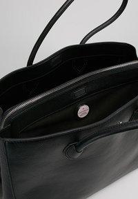 Coccinelle - FARISA LARGE HANDBAG - Handtasche - noir - 4