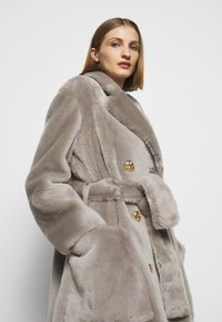 Bally - LUXURY COAT - Klasický kabát - dove - 3