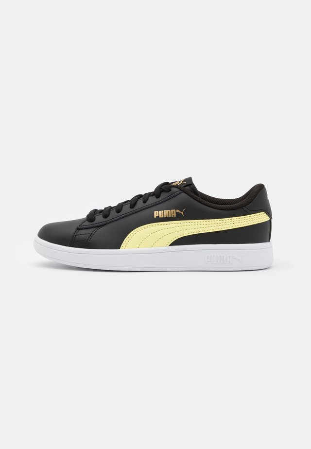 SMASH UNISEX - Sneakersy niskie - black/yellow pear/team gold