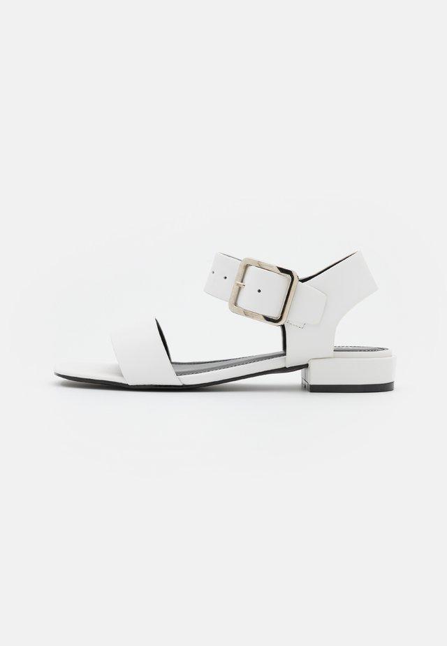 CALLUM - Sandales - white