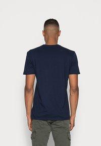 GAP - ORIG ARCH  - T-shirt z nadrukiem - tapestry navy - 2