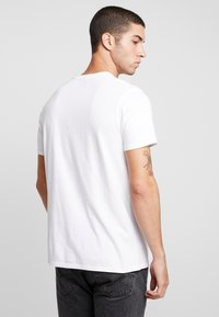 Edwin - THE WAVE - T-shirt med print - white - 2