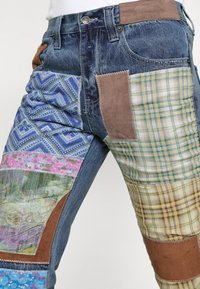 Jaded London - REWORKED PATCHWORK  - Jean bootcut - blue - 4