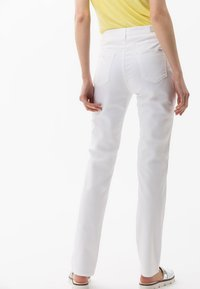 BRAX - STYLE CAROLA - Straight leg jeans - white - 2