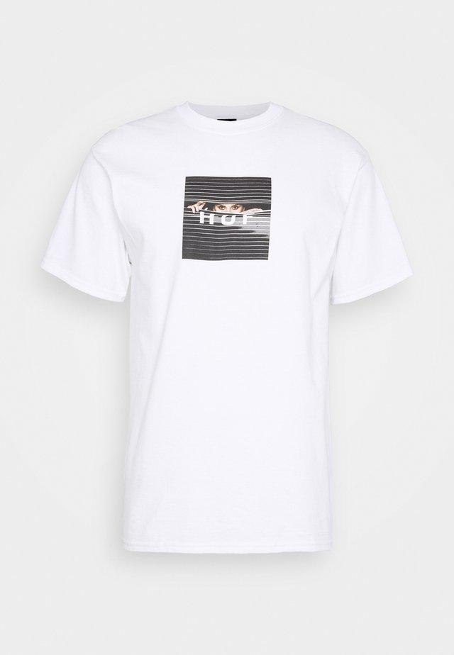 VOYEUR LOGO TEE - T-shirts med print - white