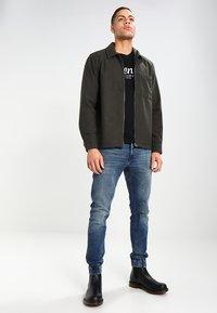 TOM TAILOR DENIM - CREWNECK TEE - T-shirt con stampa - black - 1