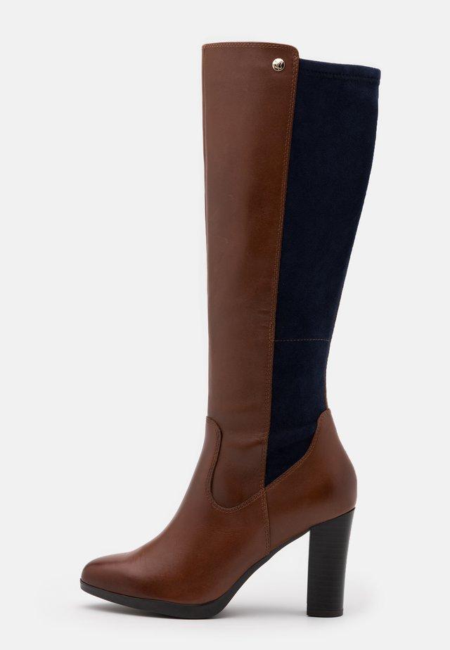 BOOTS - Laarzen met hoge hak - cognac