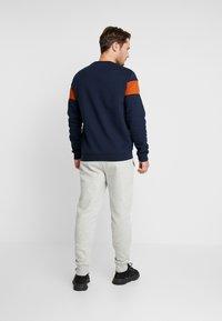 GAP - LOGO PANT - Spodnie treningowe - light heather grey - 2