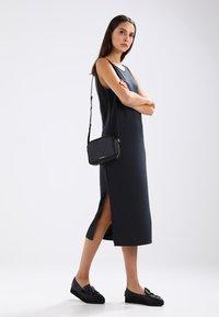 Royal RepubliQ - ESSENTIAL EVE  - Across body bag - black - 1