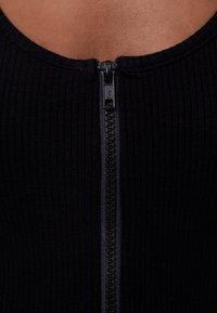 Bershka - MIT GESMOKTEM AUSSCHNITT - Jumpsuit - black - 4