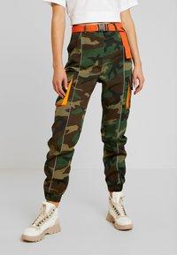 Missguided - CONTRAST CAMO PANEL TROUSER - Pantaloni cargo - khaki - 0
