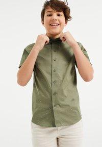 WE Fashion - DESSIN - Camicia - moss green - 1