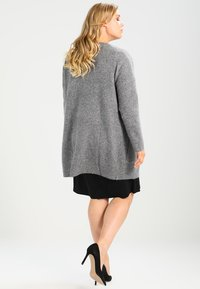 Zalando Essentials Curvy - Cardigan - light grey melange - 2