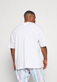 Tommy Jeans Plus - SHADOW TEE - Print T-shirt - white - 0