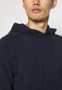 Wool & Co - CAPPUCCIO CUCITURE ESTERNE - Jumper - blu - 5