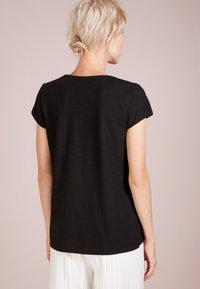 DRYKORN - AVIVI - Basic T-shirt - black - 2