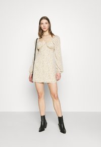 Missguided - FLORAL BUTTON THROUGH SWING DRESS - Kjole - cream - 1