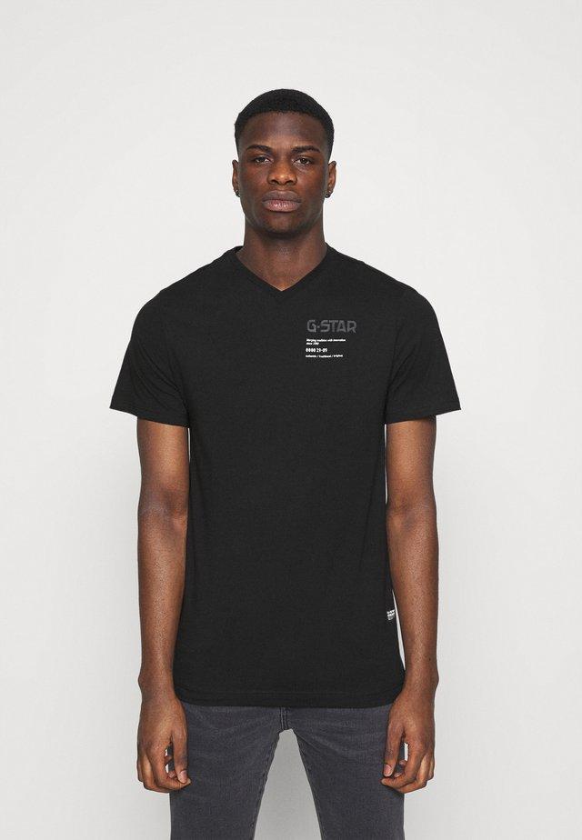 CHEST GRAPHIC - Camiseta estampada - black