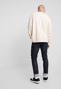 Mennace - ESSENTIAL BOXY UNISEX - Sweatshirt - beige - 3