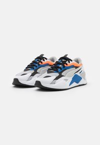 Puma - RS-X³ PRISM UNISEX - Trainers - gray violet/white/ultra orange - 1