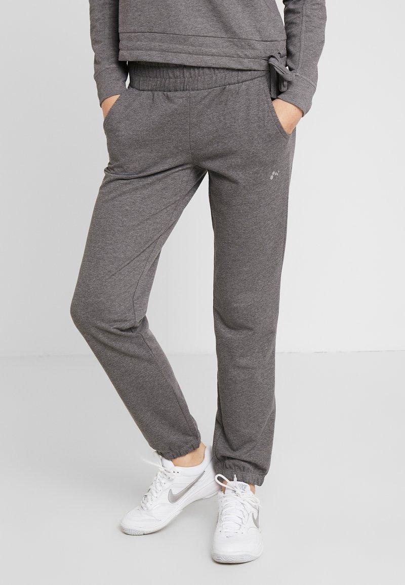ONLY Play - ONPJULITTA LOOSE PANTS - Pantalones deportivos - medium grey melange