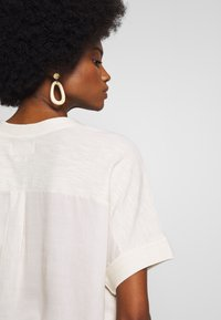 Marc O'Polo DENIM - SHORT SLEEVE FABRIC PATCH AT BACKSIDE - Blouse - cheesecake - 3