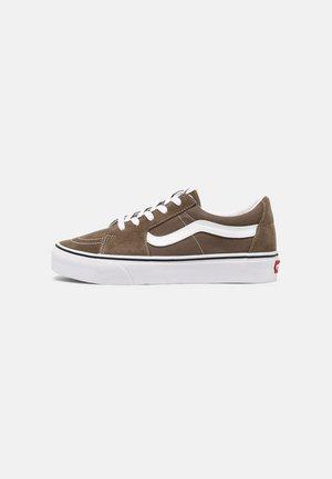 SK8-LOW UNISEX - Chaussures de skate - walnut/true white
