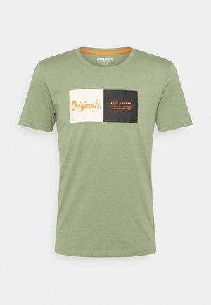 JORJOSHUA TEE CREW NECK - T-shirt z nadrukiem - sea spray