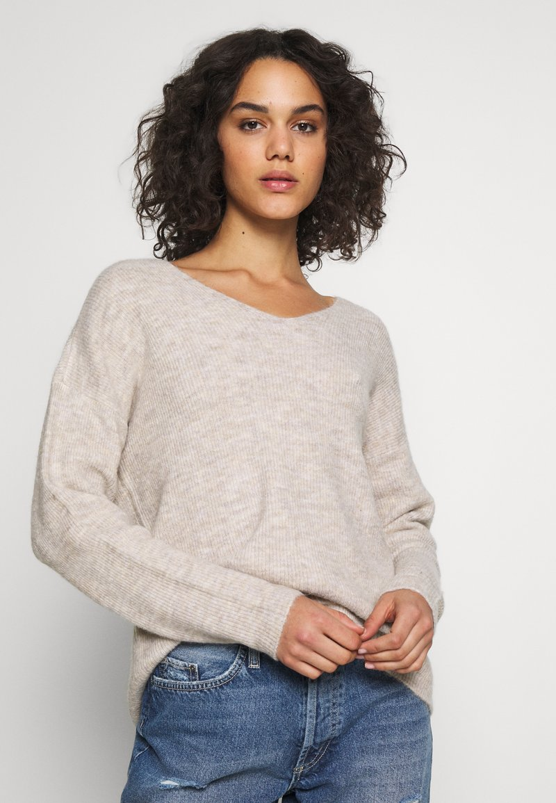 Vero Moda - VMCREWLEFILE V NECK - Sweter - birch