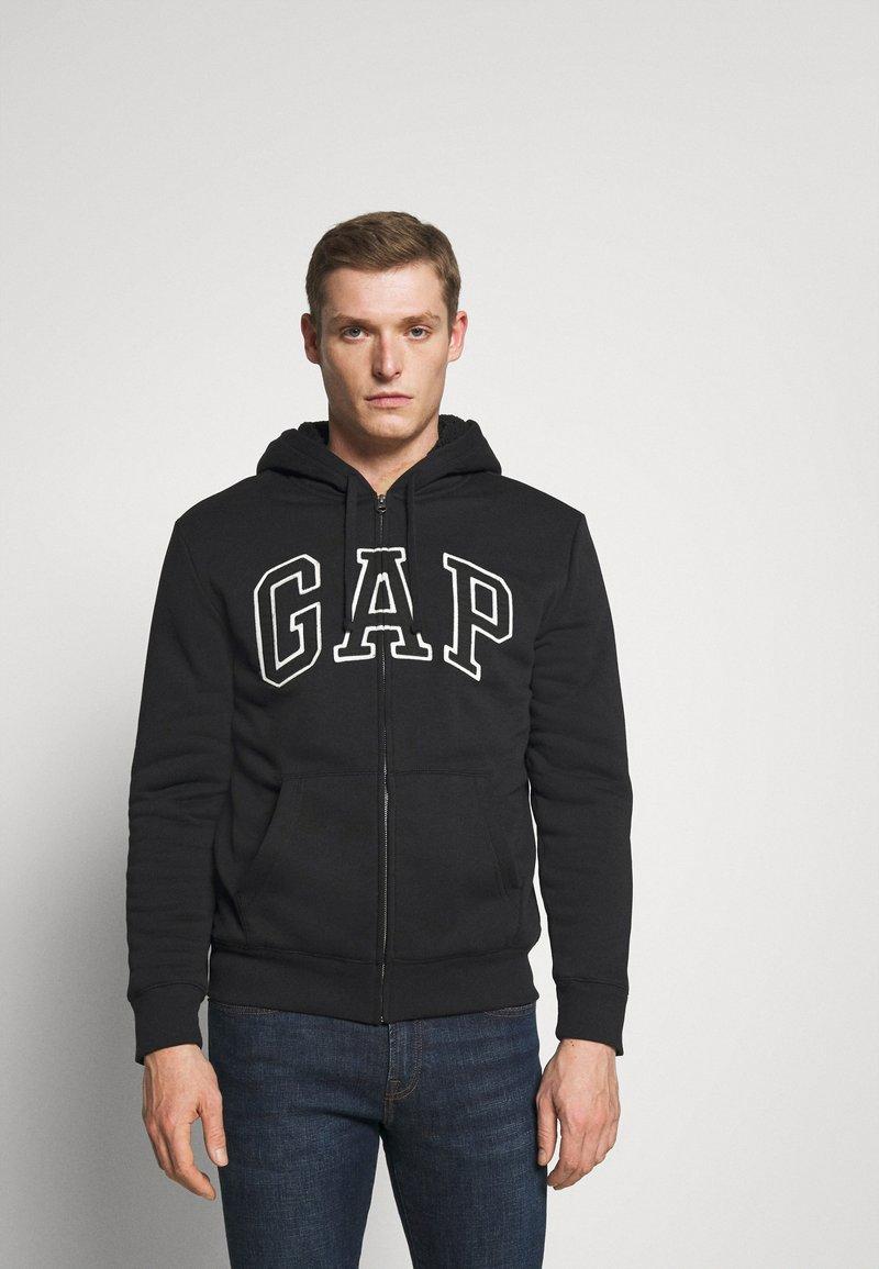 GAP - V LOGO SHERPA - Zip-up hoodie - true black
