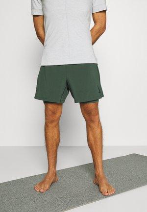 SHORT - Pantalón corto de deporte - galactic jade