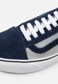 Vans - OLD SKOOL UNISEX - Trainers - dress blues/mineral gray