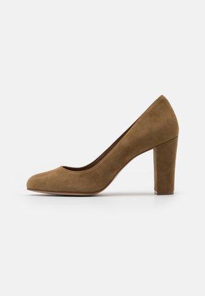 High heels - tabac