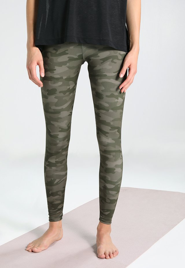 HIGH RISE LONG LEGGING - Punčochy - moss camo