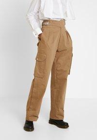 Diesel - CHIKU - Spodnie materiałowe - beige - 0