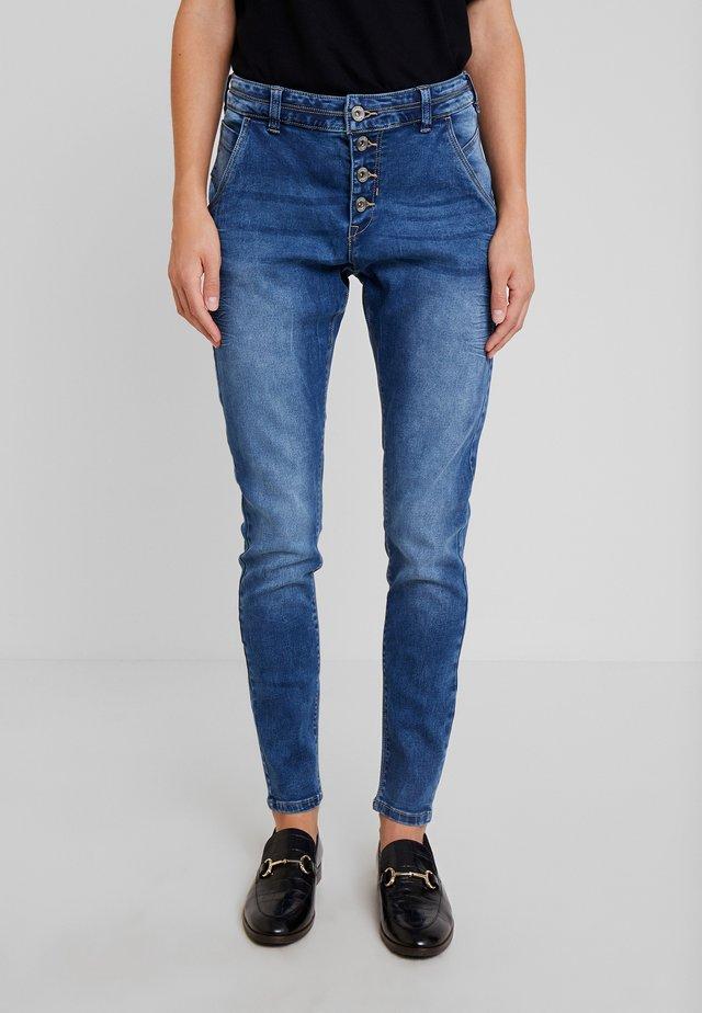 SAMMY BAIILY - Jeans slim fit - rich blue denim