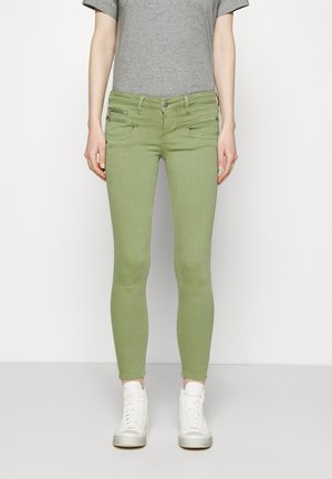 ALEXA CROPPED NEW MAGIC - Kalhoty - turf green