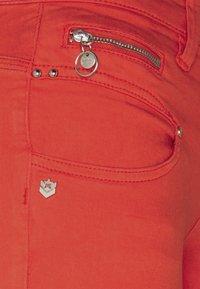 Freeman T. Porter - BELIXA NEW MAGIC COLOR - Denim shorts - fiesta - 3