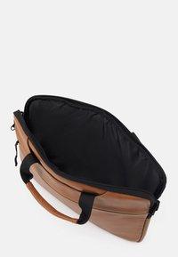 anello - BUSINESS BAG UNISEX - Borsa porta PC - tan - 2