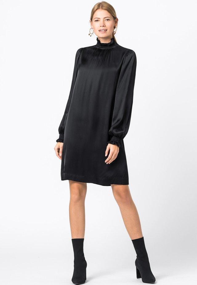 MIT SMOKDETAILS - Cocktail dress / Party dress - schwarz