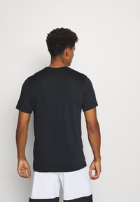 Nike Performance - T-shirt imprimé - black - 2